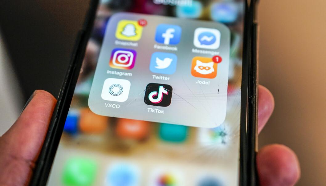 TikTok er et sosialt nettverk der brukerne kan dele korte videoer med sang-miming, humor, dansing, eller de kan vise frem sine talenter.