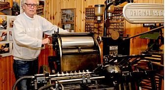 Ole Erik ble ansatt i 1955. Han går fortsatt på jobb for å levere til avisa.