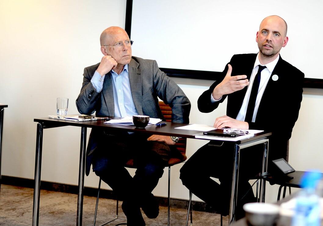 Olav Terje Bergo (t.v.). Her med Arild Grande på en pressekonferanse med Aps «mediepolitiske utvalg».