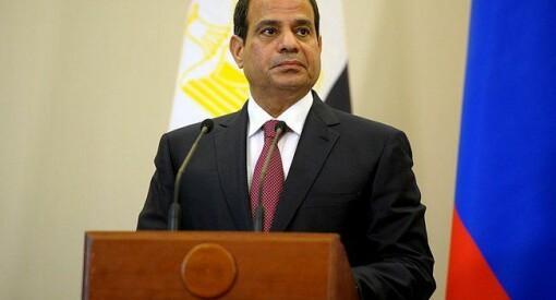Presidenten i Egypt har benådet og satt fri tre fengslede journalister