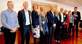 Litt for mange menn med litt for lite hår fra litt for nært Oslo. Som skal bruke alt for lang tid