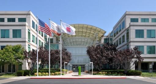Etter Apple-aksjens fall torsdag, har Google tatt over rollen som verdens største selskap