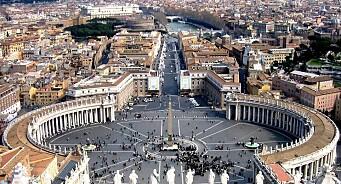 Vatikanet vil forfølge journalister som har omtalt skandaler. OSSE ber dem droppe anklagene