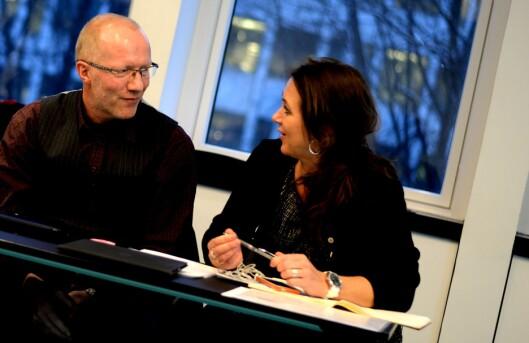 Reidun Kjelling Nybø, assisterende generalsekretær i Norsk Redaktørforening. Til venstre generalsekretær Arne Jensen. Bildet er fra våren 2015.