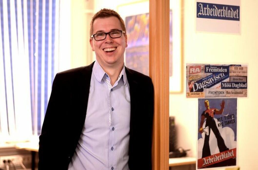 Dagsavisen får 190.000 kroner til «Bydelsdebatt». Her sjefredaktør Eirik Hoff Lysholm, som smiler i en annen sammenheng.