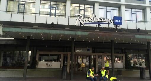Hotellstreik skaper krøll i Bergen og festivalsjef oppfordrer til samsoving. NRK-konflikt kan også gi trøbbel