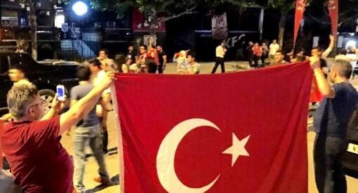 Nye reaksjoner etter kuppforsøket: Tyrkiske myndigheter stenger 131 medier