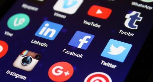MediaPuls 247: Nesten alle er fortsatt på Facebook, og bruker det nesten like ofte. Nå kommer de over 60 også til Snapchat og Instagram