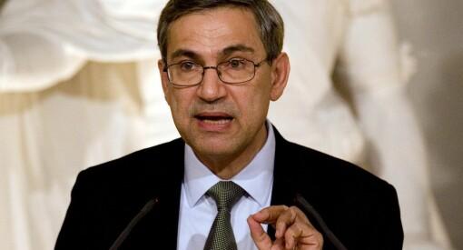 - Tyrkia er i ferd med å bli et terrorregime, mener Orhan Pamuk. Denne helga ble enda flere journalister kastet i fengsel