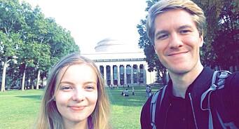 Her har studentavisa Universitas landet i USA. Sender fire journalister og fotografer for å dekke presidentvalget