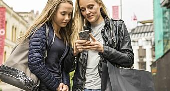 Ny rapport avliver myten om ungdom som «nyhetsunnvikere»: Ni av ti unge sier de sjekker nyheter daglig