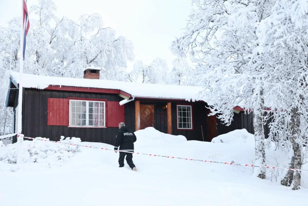 Ved denne hytta i Valdres ble en 13 år gammel jente funnet død nyttårsaften. Den 154,5 centimeter høye jenta veide da 21 kilo.