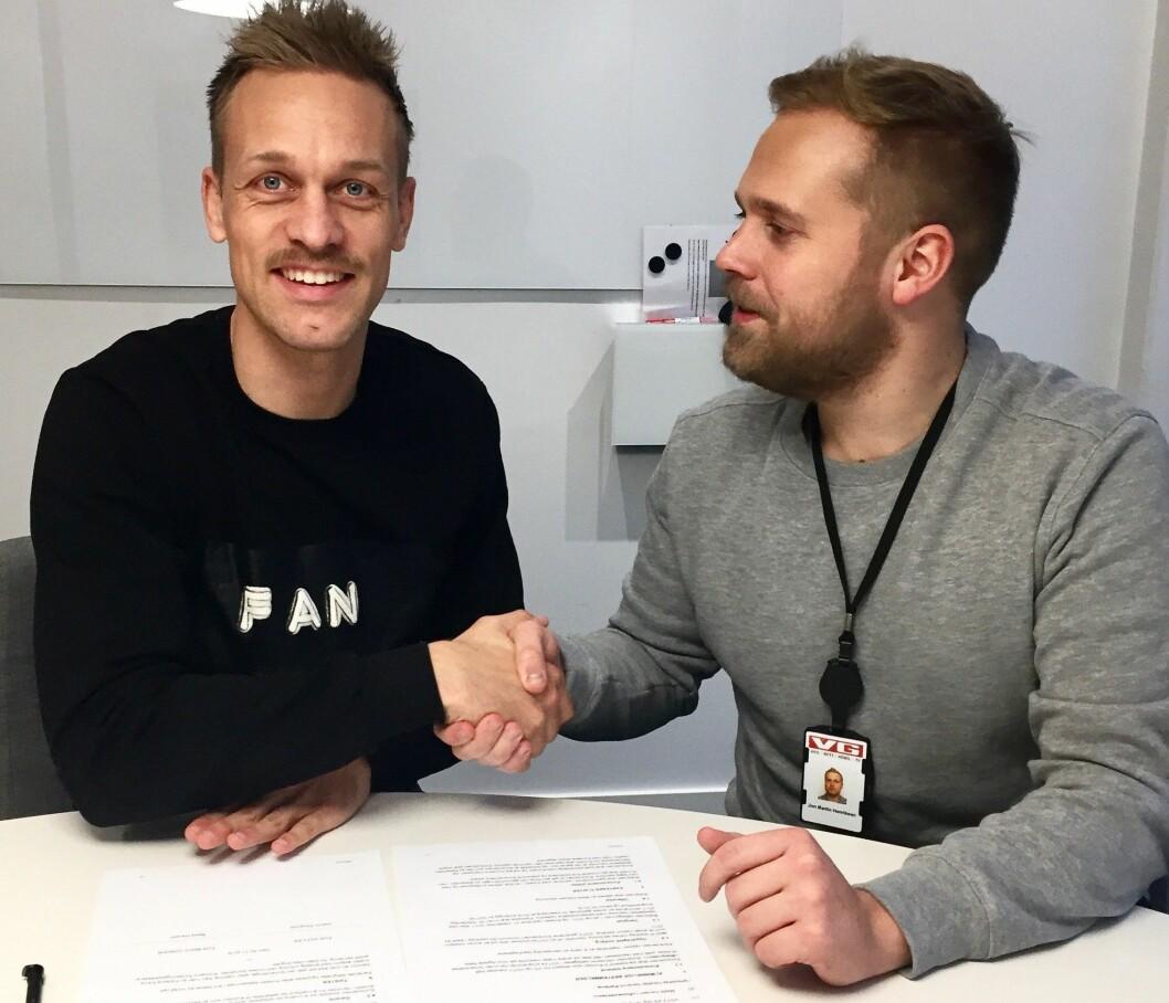 Mads Hansen har undertegnet for VGs sportsavdeling - her i møte med programleder Jon Martin Henriksen .