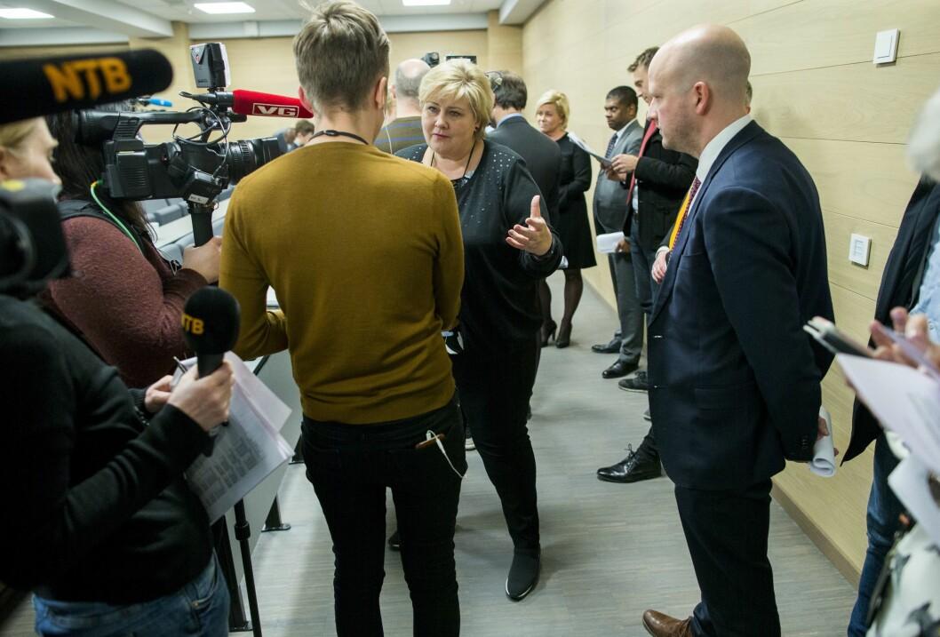 Regjeringen og samarbeidspartiene møtte pressen lørdag kveld.