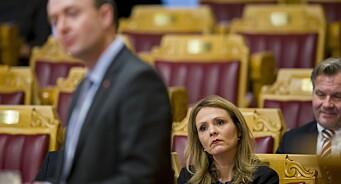 Frp og Sp ber kulturministeren forklare seg om DAB-avtalen. Mener overgangen var forhastet og unødvendig