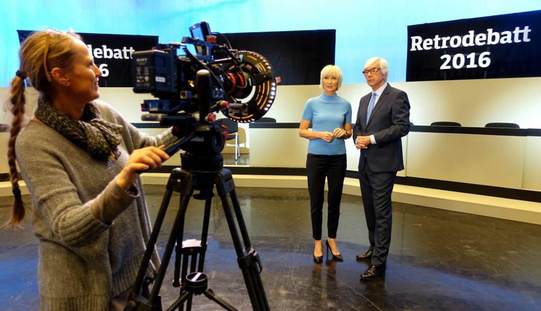 Nina Owing og Ole Torp er klare til å kjøre debatt. Tone Gjerde kjører kamera.