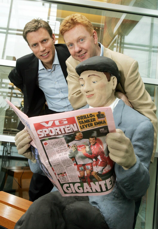 2005: VG lanserte nytt sportsbilag på papir. Daværende administrerende direktør Rolv Erik Ryssdal i Verdens Gang AS (til venstre) og nyhetsredaktør Hans-Christian Vadseth.