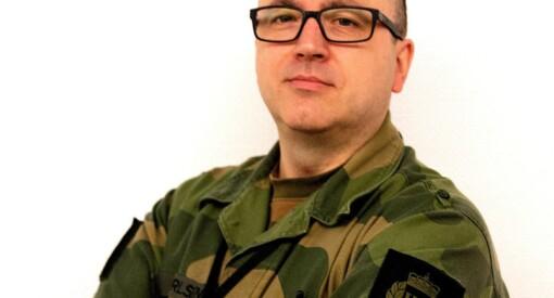 Jonny Karlsen (43) slutter i lokalavisa etter 15 år for infojobb i Forsvaret. Blir også redaktørvikar i Heimevernsbladet