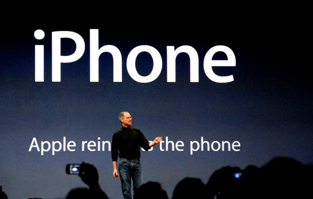 Steve Jobs presenterte den første iPhonen 9. januar 2007.