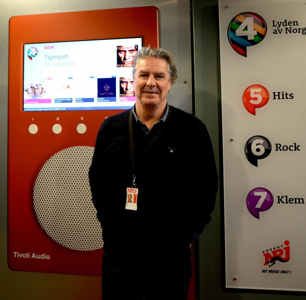 Morten har lang erfaring fra TV, men radio blir en ny opplevelse. Det blir det også å kjøpe DAB-radio snart.