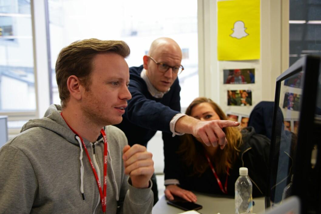 Prosjektleder Mathias Jørgensen i Snapchat-redaksjonen til VG sammen med digitalredaktør Ola Stenberg og Snap-medarbeider Camilla Brække, fotografert i 2017.