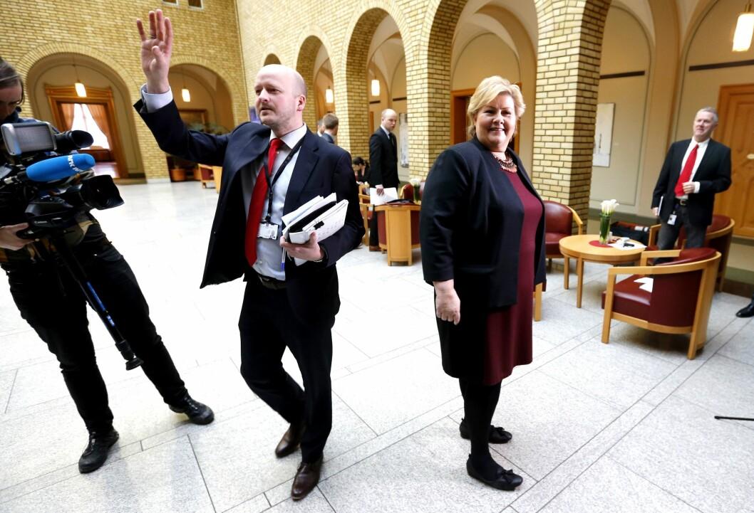 Sigbjørn Aanes er statssekretær og pressesjef ved Statsministerens kontor - og sjelden langt unna Erna Solberg.
