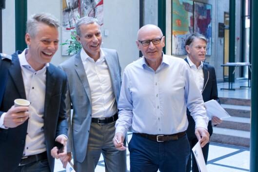 Didrik Munch, konsernsjef i Schibsted Norge, i lys skjorte og briller (nummer to fra høyre). Her på en resultatpresentasjon tidligere i år, sammen med rubrikkdirektør Sondre Gravir, Schibsteds toppsjef Rolv Erik Ryssdal og finansdirektør Trond Berger.