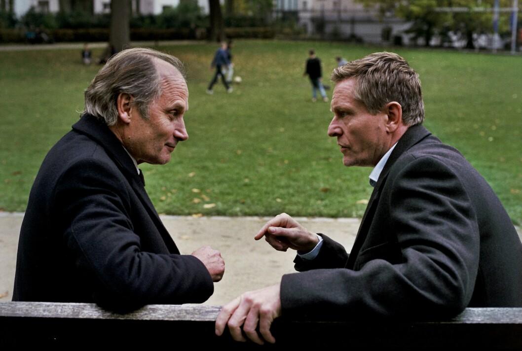 Vi møter igjen Henrik Mestad (til høyre) som norsk statsminister i andre sesong av Okkupert.
