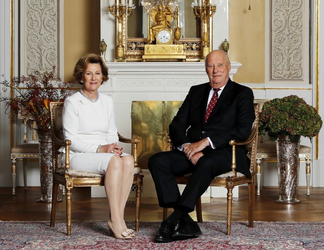 Nyhetsbyrået NTB meldte i dag at Hans Majestet Kong Harald er død. Dette bildet er fra kongeparets jubileum.