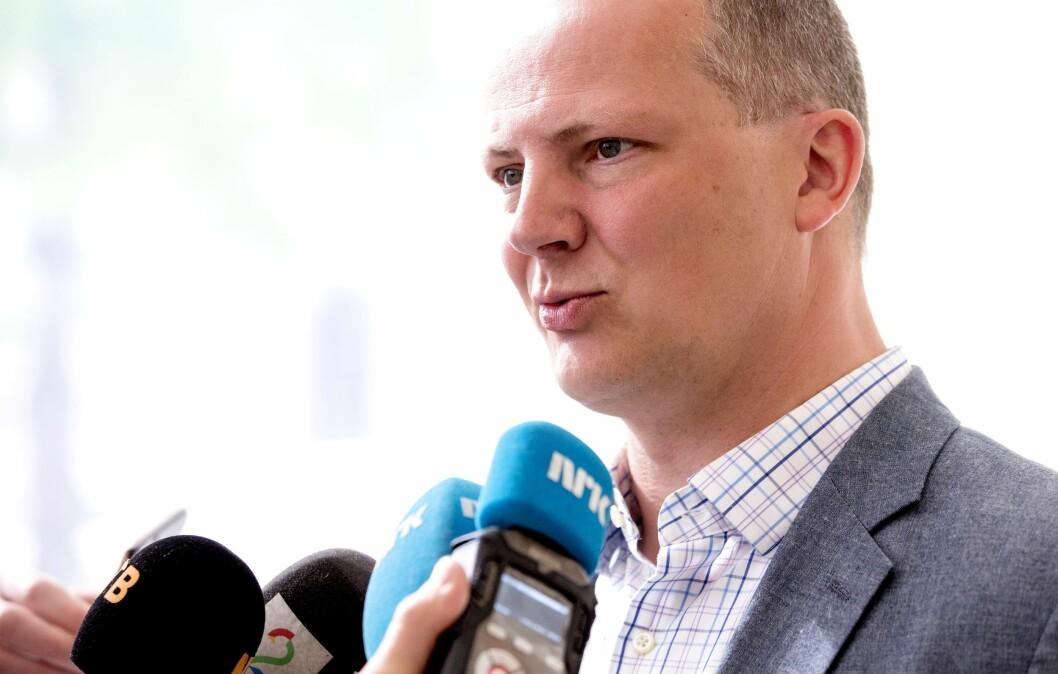 Samferdselsminister Ketil Solvik-Olsen (Frp), her i en annen intervjusituasjon tidligere i år.