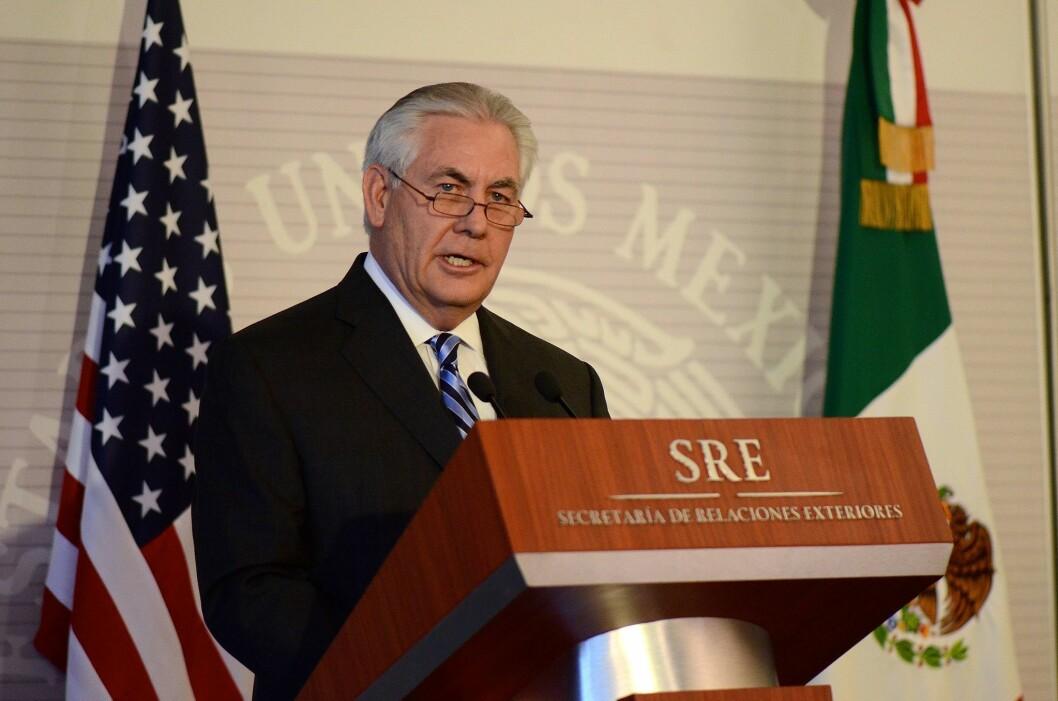 USAs utenriksminister Rex Tillerson er på reise, uten at mediene får være med ham slik de pleier. Det amerikanske utenriksdepartementet sier de tester ut nye medieregler.