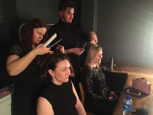 Deltagerne fikk hjelp til både hår og sminke på finalen.