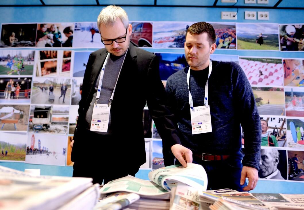 LLA er som en stor familie - i helga ble Benjamin Einarsen og Avisa Lofoten ønsket velkommen av styreleder Roar Osmundsen, selv redaktør i Søgne og Songdalen Budstikke.