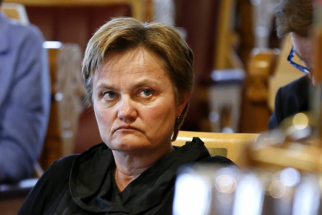 Rigmor Aasrud reagerer på antallet midlertidige stillinger i NRK.