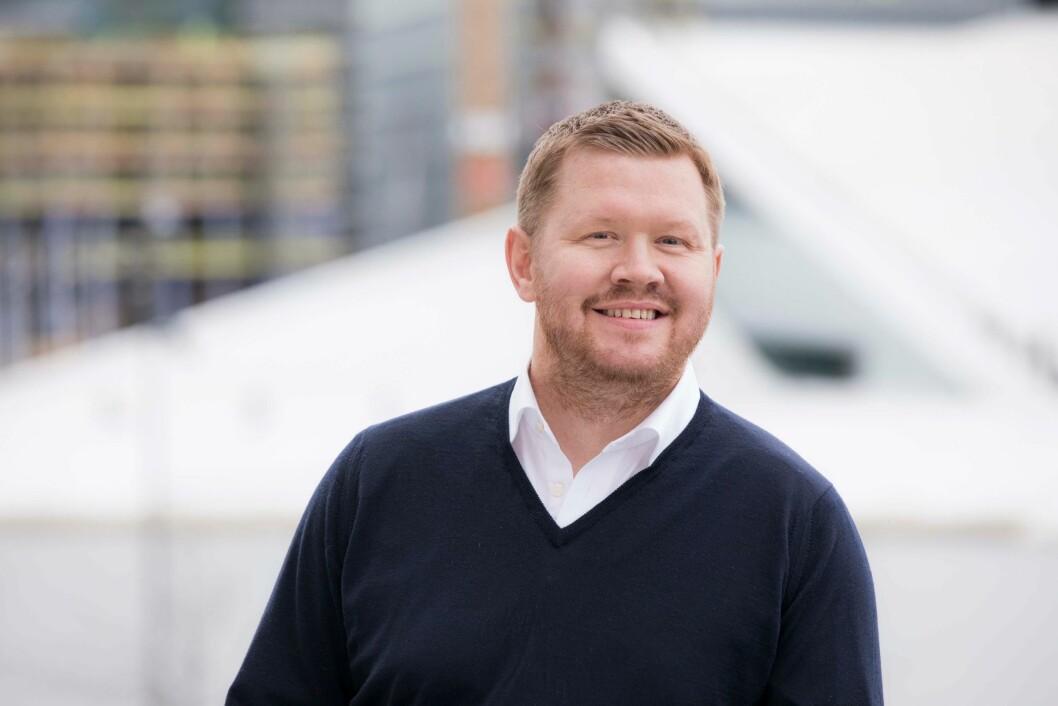 Rune Skogeng (39) er ansatt som daglig leder i Universum AS.