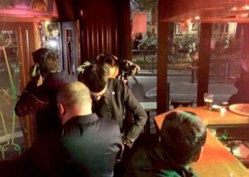 Frå baren i Paris.