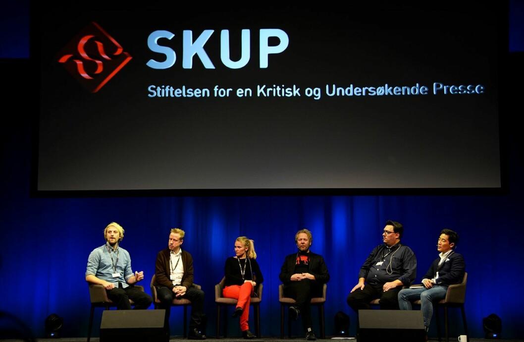 Dagbladets trippelvinnere: Disse har vunnet SKUP-prisen de tre siste årene. Fra venstre: Anders Fjellberg, Kristoffer Egeberg, Linn Kongsli Hillestad, Espen Sandli, Arve Bartnes og programleder Fredrik Solvang.