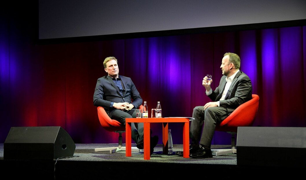 Schumann i samtale med VGs kommentator Frithjof Jacobsen.