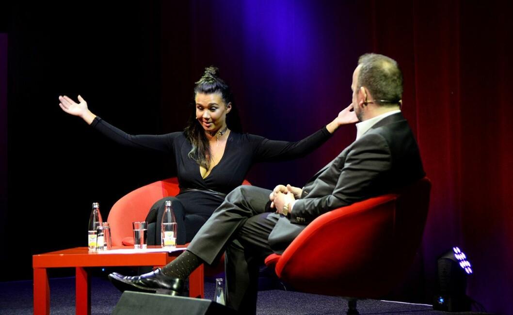Kjendis og blogger Sophie Vågsæter fortalte om da hun solgte sin historie til britiske The Sun. Her i samtale med Frithjof Jacobsen.