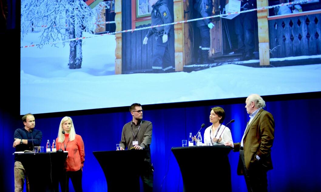 Debatt om Lommedalen-saken, fra venstre: Forfatter Jon Gangdal, TV 2s nyhetsredaktør Karianne Solbrække, debattleder Mads Andersen, Budstikka-redaktør Kjersti Sortland og rådgiver Nils Øy i Norsk Presseforbund.