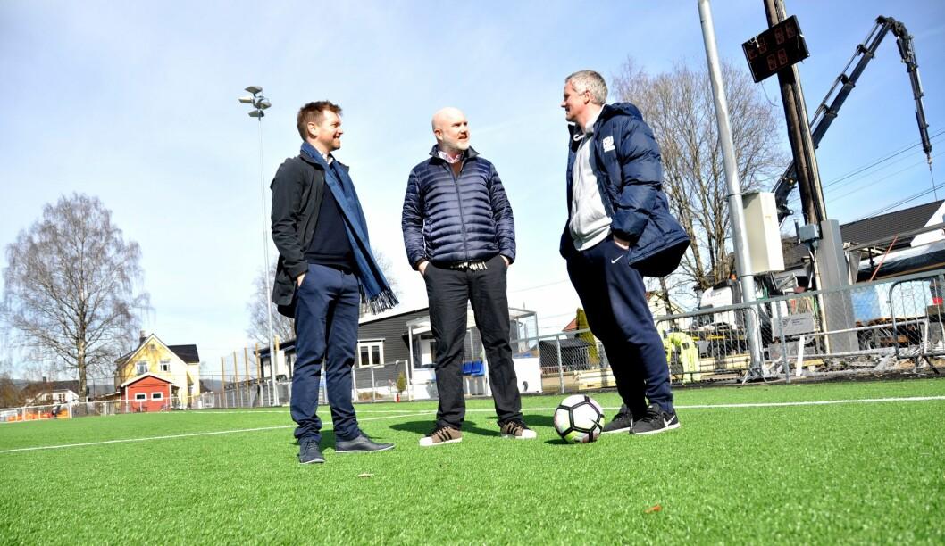 Monday, Amedia og Kjelsås er klar for sesongstart i 2. divisjon om noen uker. Amedia skal sende 364 fotballkamper denne sesongen, inkludert en rekke kamper i områder uten egen lokalavis. Fra venstre. Kristian Oma, Tord Selmer-Nedrelid og Dag Halvorsen.