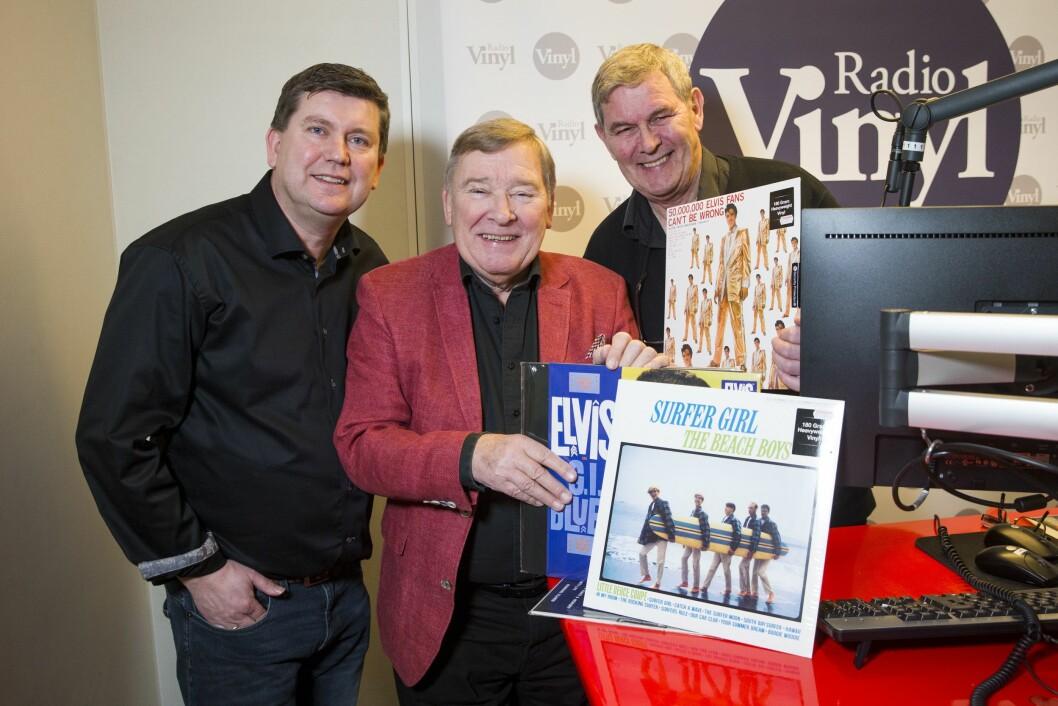 Nyhetsredaktør Arne Sandvik og programlederne Vidar Lønn-Arnesen og Leif-Erik Forberg da de åpnet radiokanalen Vinyl tidligere i år. Omstillingen i radiobransjen akkurat nå gjør at Bauer Media ikke har tid til bransjeprisene, sier Sandvik.