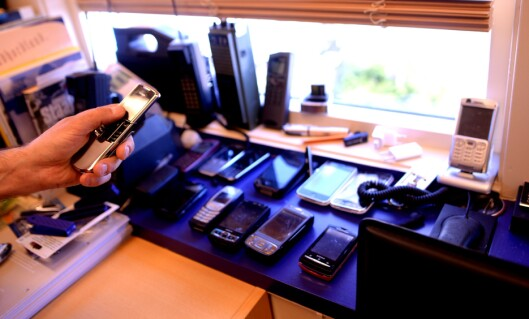 Direktør Reidar Hystad samler på mobiltelefoner. Det er blitt noen av dem.