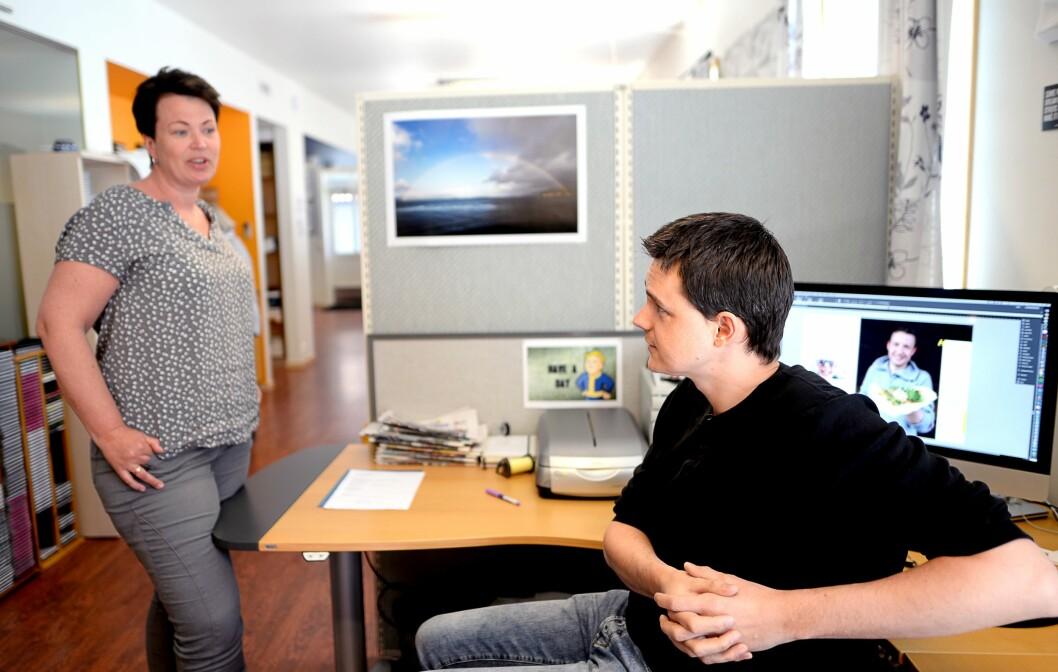Salgssjef Merete Lillesand og typograf Vidar Håland. Han er verdens raskeste, ifølge Tomas Bruvik.