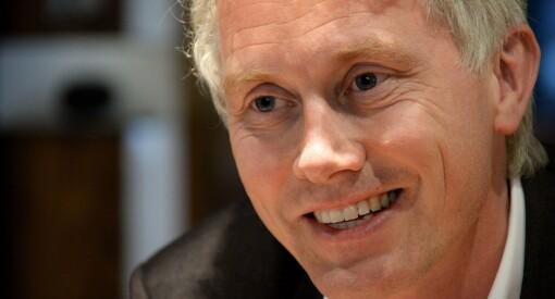 - Jeg har i hvert fall sikret meg litt sommerlektyre, sier TV 2-sjef Olav Sandnes om regjeringens utlysing