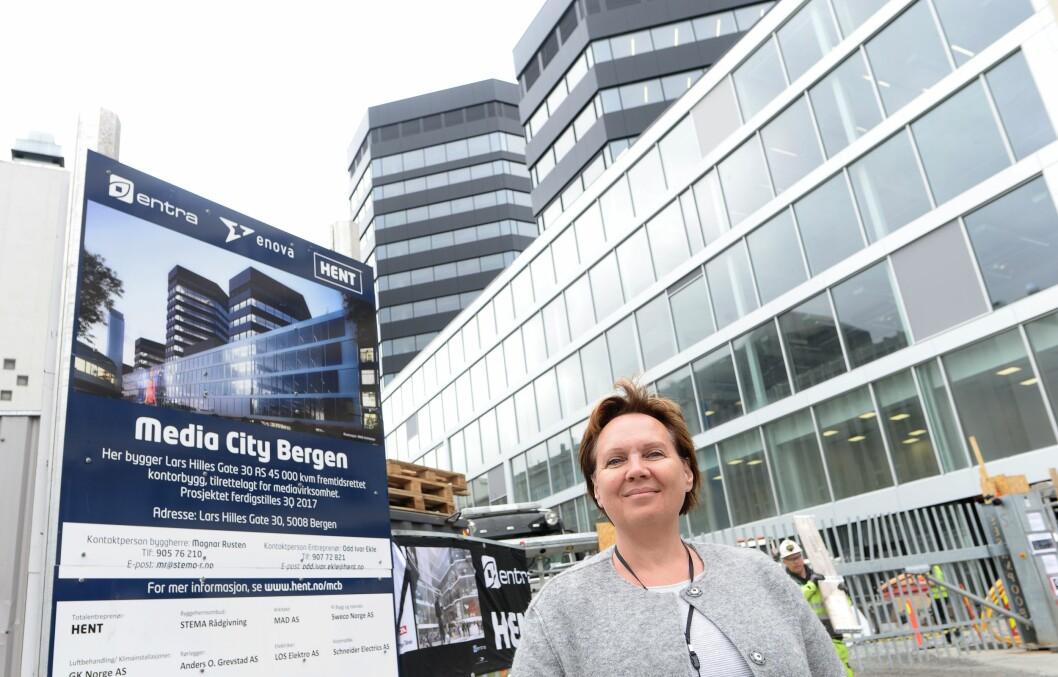 Anne Jacobsen er administrerende direktør for NCE Media - her foran det som i dag er Media City Bergen. Bildet er noen år gammelt.