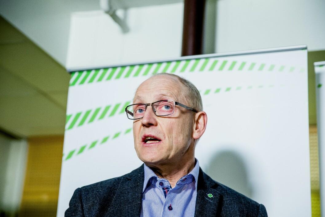 Generalsektretær, Knut M. Olsen svarer på kritikken om partiets bruk av sosiale medier.