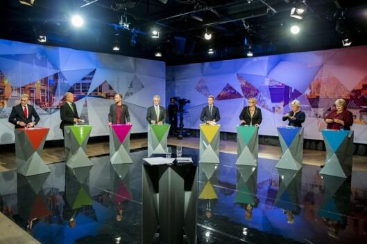 Erna Solberg (H, f.h.), Siv Jensen (Frp), Trine Skei Grande (V), Knut Arild Hareide (KrF), Rasmus Hansson (MDG), Audun Lysbakken (SV), Trygve Slagsvold Vedum (Sp) og Jonas Gahr Støre (Ap) etter en partilederdebatt i regi av NRK på Litteraturhuset i Fredrikstad i 2015.