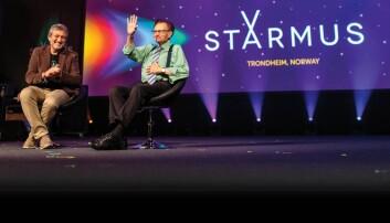 Larry King på scenen sammen med initiativtaker og leder av Starmus, Garik Israelian.