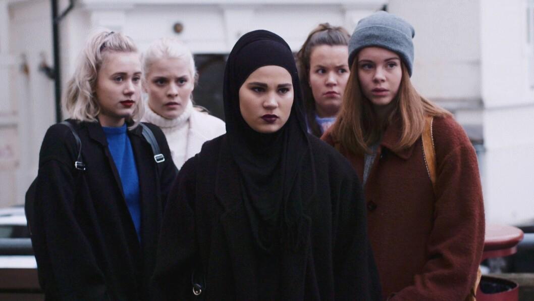 De fem jentene i SKAM-gjengen: Noora (Josefine Frida Pettersen),Vilde (Ulrikke Falch), Sana (Iman Meskini), Chris (Ina Svenningsdal) og Eva (Lisa Teige).